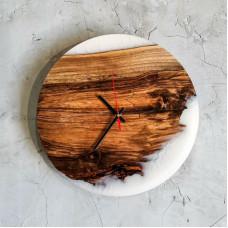 Круглые настенные часы Orologios 09 из шпальтового ореха и эпоксидной смолы