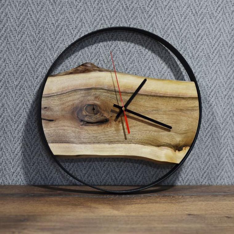 Настенные часы Orologios 02 круглой формы с циферблатом из карагача