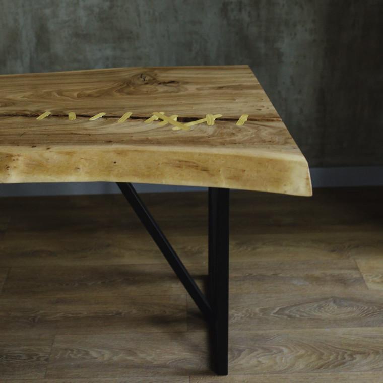 Обеденный стол река Ownie из слэбов карагача, инкрустированный шелковицей