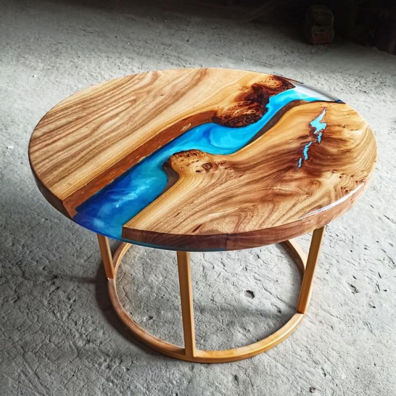 Журнальный стол река Oceanos 02 из капового карагача с голубой заливкой