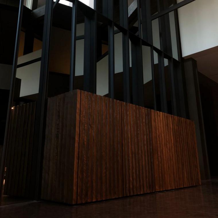 Дизайнерская тумба Konferen из массива дуба
